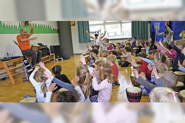 Deutsche und französische Kinder im Trommelfieber
