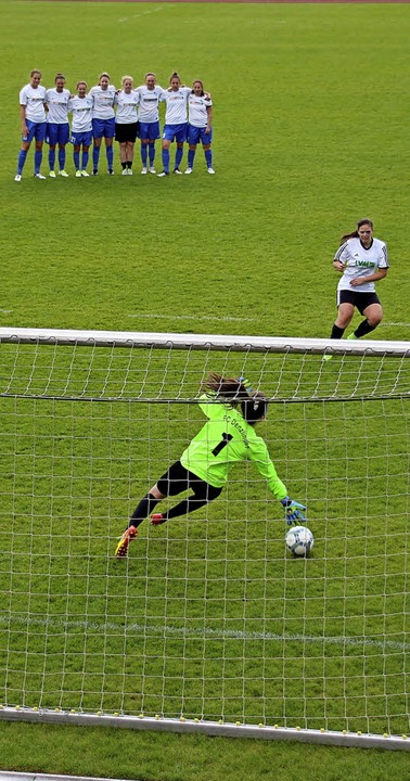 Neunmeterschießen im Finale des Damenturniers   | Foto: Mario Schöneberg