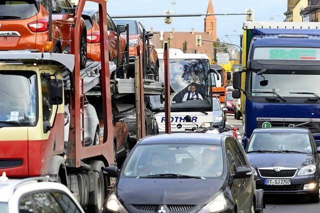 Freiburgs B31-Baustelle verwirrt Fahrer – Verkehr wird per Hand geregelt
