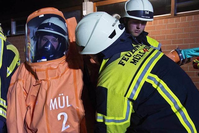 Feuerwehr dichtet Salzsäure-Leck im Bad Bellinger Thermalbad ab