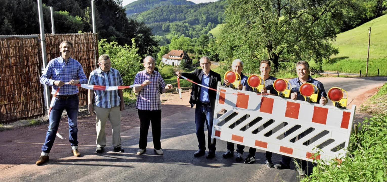 Schneller als erwartet konnten am Donn...in Obersexau für den Verkehr freigeben  | Foto: Markus Zimmermann