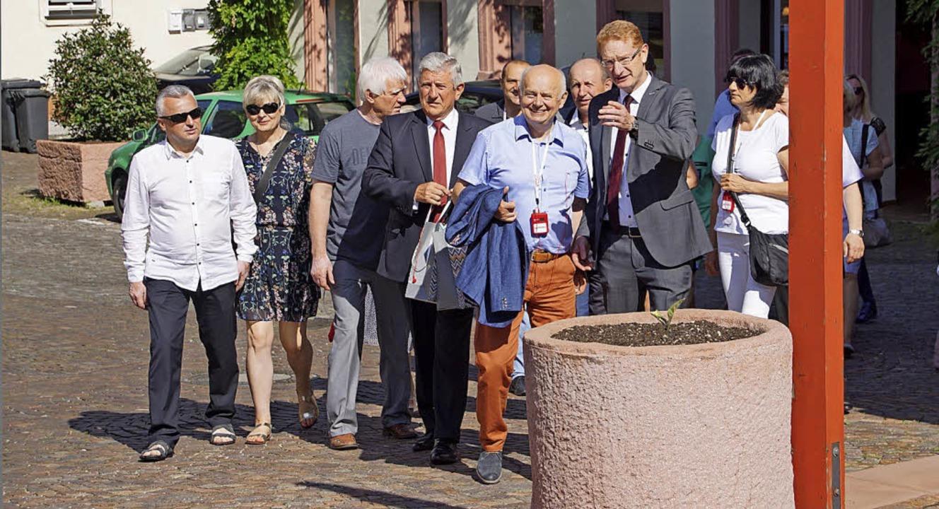 Bürgermeiser Thomas Gedemer  begrüßte ... von Morawica, und die anderen Gäste.     Foto: Ilona Hüge