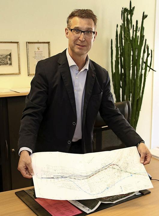 Die Pläne für die Ortsumfahrung Grimme...r Joachim Burger vorantreiben möchte.   | Foto: Gerald Edinger