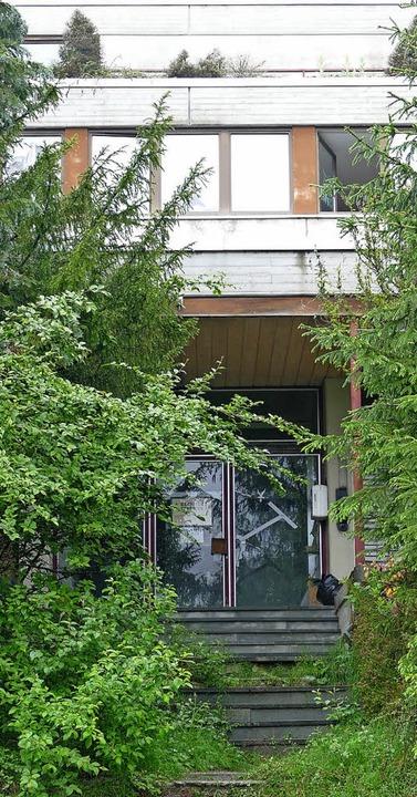 Der Eingang ins Hertie-Erholungsheim ä...ll für Mietwohnungen umgebaut werden.   | Foto: Ralf Morys
