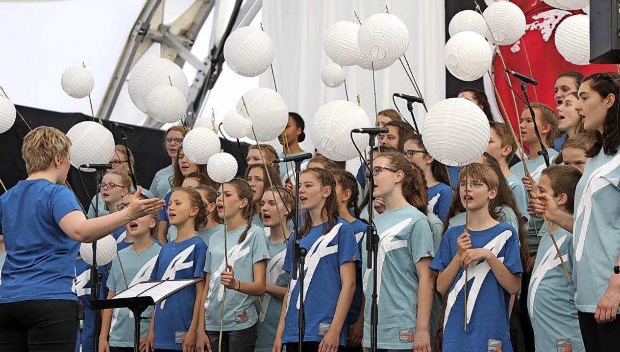 Großes Lob und Beifall gab es für die jugendlichen Akteure.  | Foto: CHRISTOPH BREITHAUPT