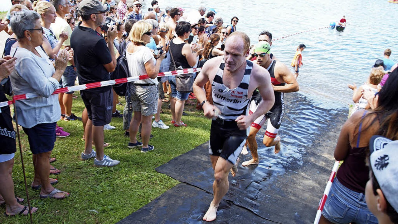 Nach dem Schwimmen geht es für die Teilnehmer weiter aufs Rad.     Foto: Archivfoto: Michael Haberer