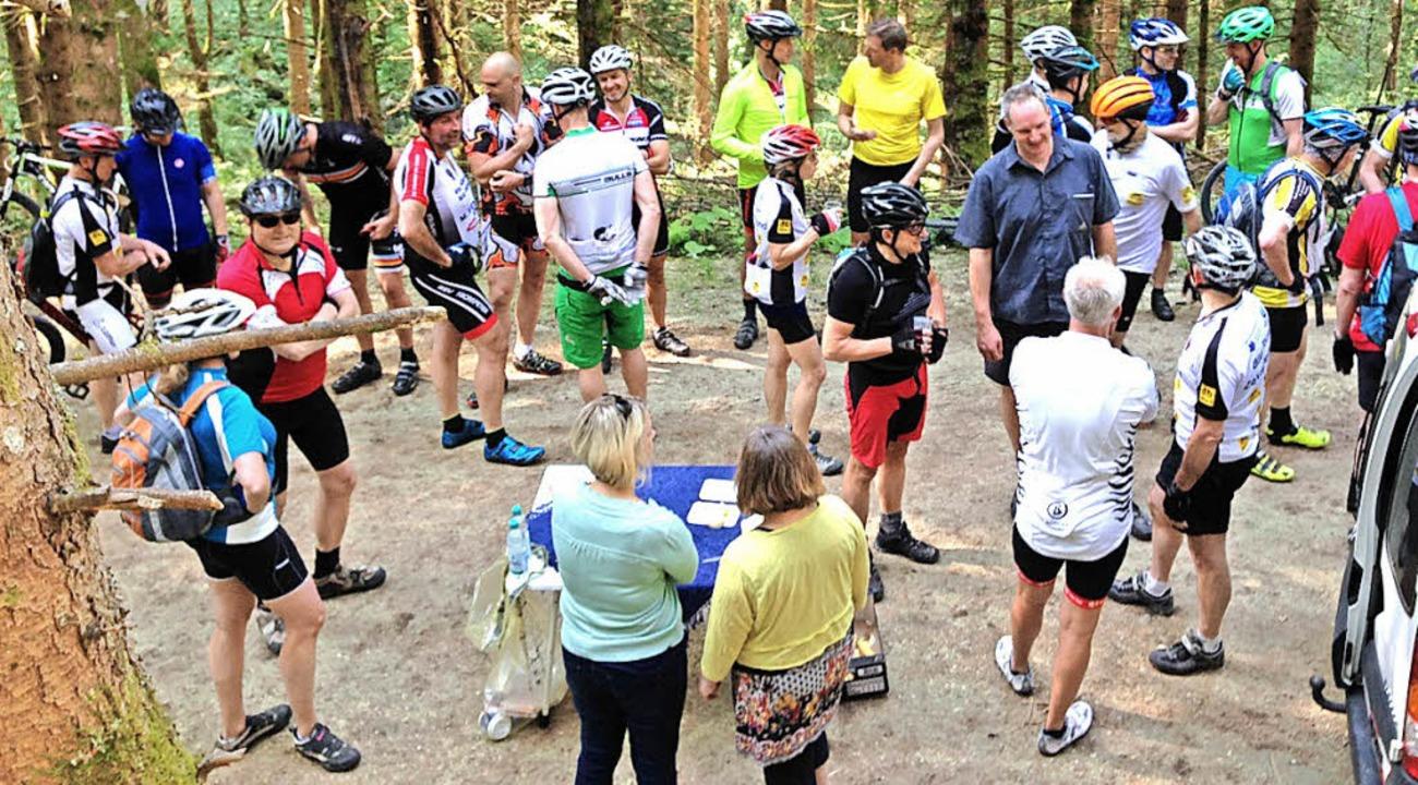 <BZ-FotoAnlauf>Zeller Bergland:</BZ-Fo...f> 46  Biker starteten die die Saison.  | Foto: Stadt Zell