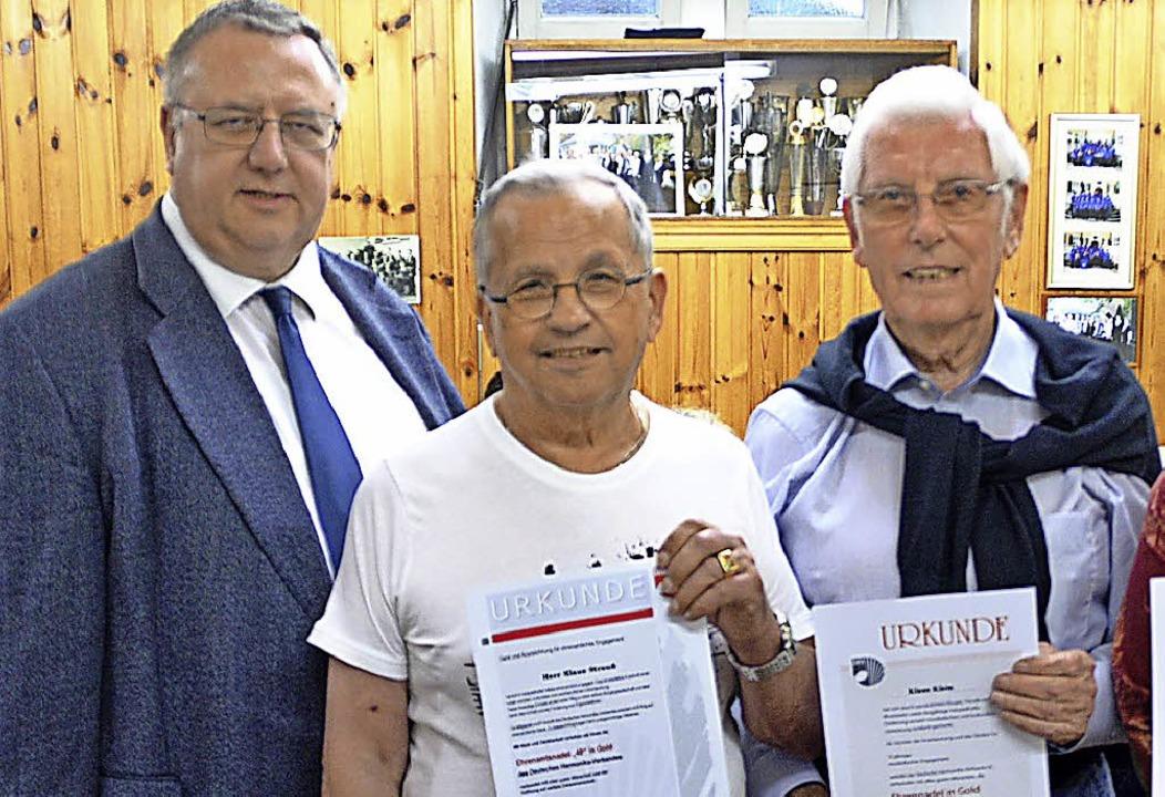 Bezirksvorsitzender  Dietmar Fink, zei... für ihre Verdienste aus (von links).     Foto: Edi Steinfelder