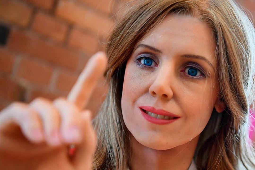 … und den Zeigefinger mahnend heben.  | Foto: dpa