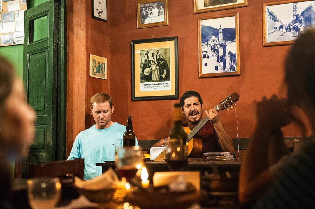 Traditionell: im Casona del Molinos wird Gauchomusik gespielt.  | Foto: Andrea Schiffner