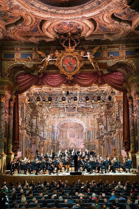 Einzigartiges Barockambiente: die Berl...harmoniker im Markgräflichen Opernhaus    Foto: Monika Rittershaus