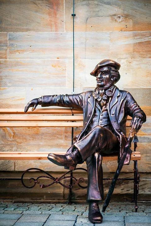 <ppp> nur wenige Meter entfernt sitzt ...uses wegen kam er nach Bayreuth.</ppp>    Foto: David Ebener