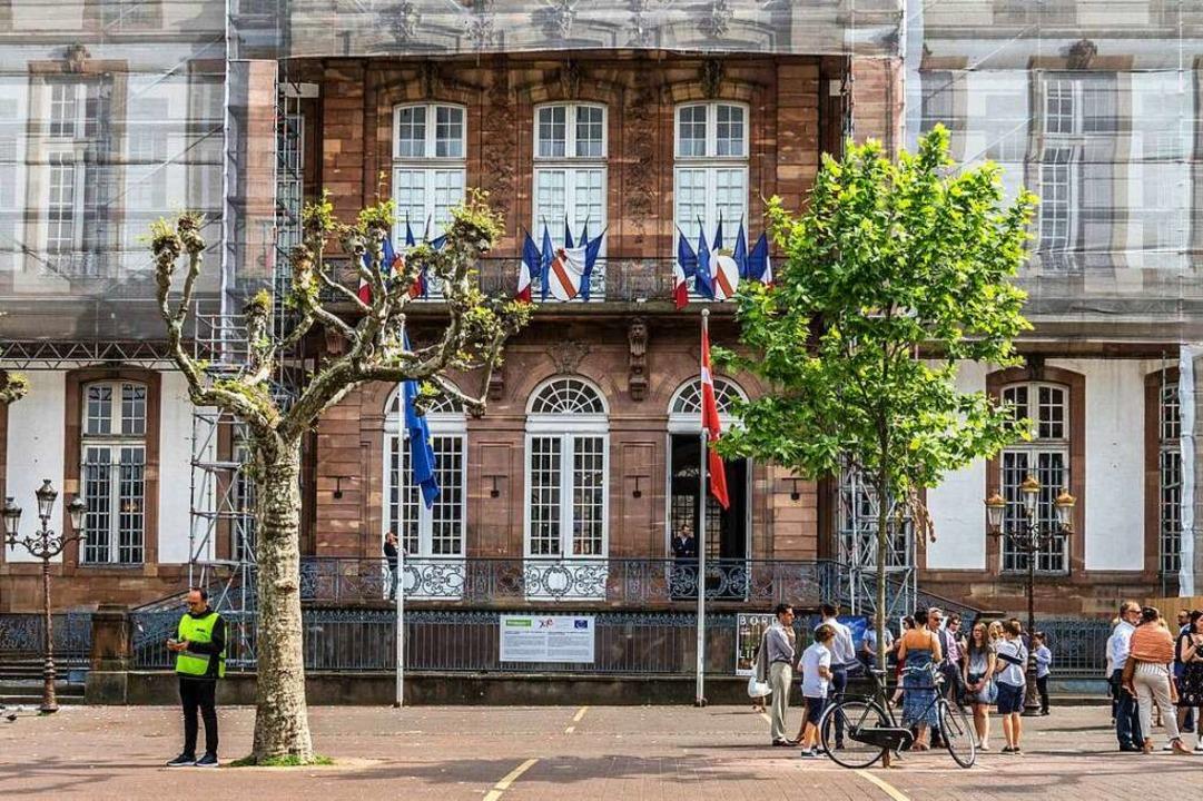 Ist nach jahrelangen Reparaturen inzwi...tzte historische Rathaus in Straßburg.    Foto: teli
