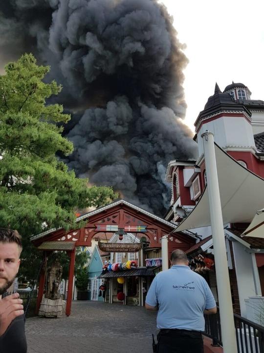 Foto eines Parkbesuchers: Lodernde Flammen im skandinavischen Themenbereich.  | Foto: Jan  Kuhn