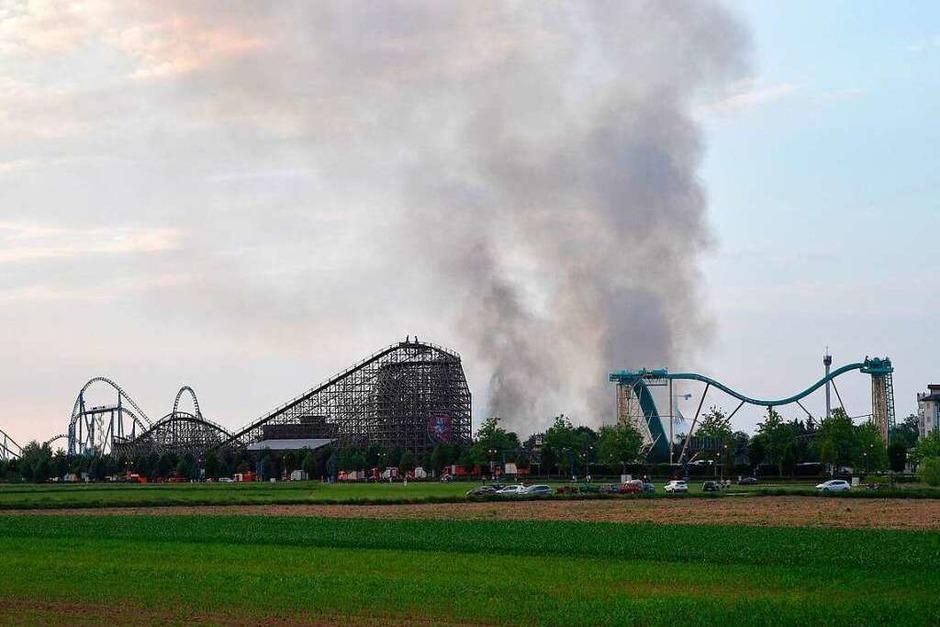 Der vermutlich größte Einsatz für Südbadens Wehren: Großbrand im Europa-Park in Rust. (Foto: dpa)