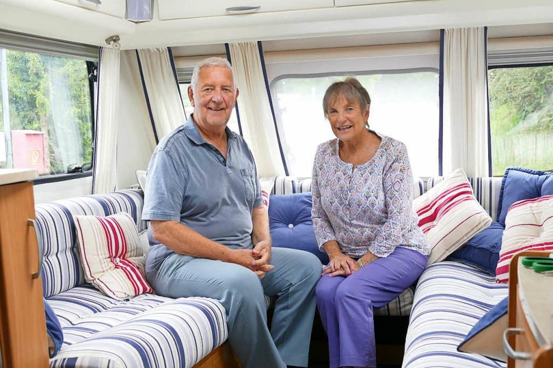 Auf Deutschlandtour: Yvonne und Norman...ruppe kann zum Bett umgeklappt werden.    Foto: Sattelberger