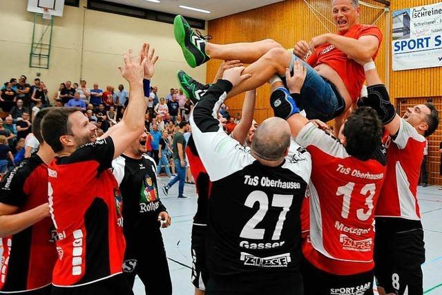 Die Handballer aus Oberhausen jubeln über den Aufstieg in die Südbadenliga