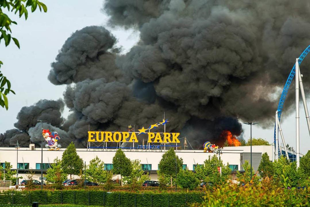 Der Brand brach am Samstag gegen 18.20 Uhr in einer Lagehalle aus.    Foto: Olaf Michel
