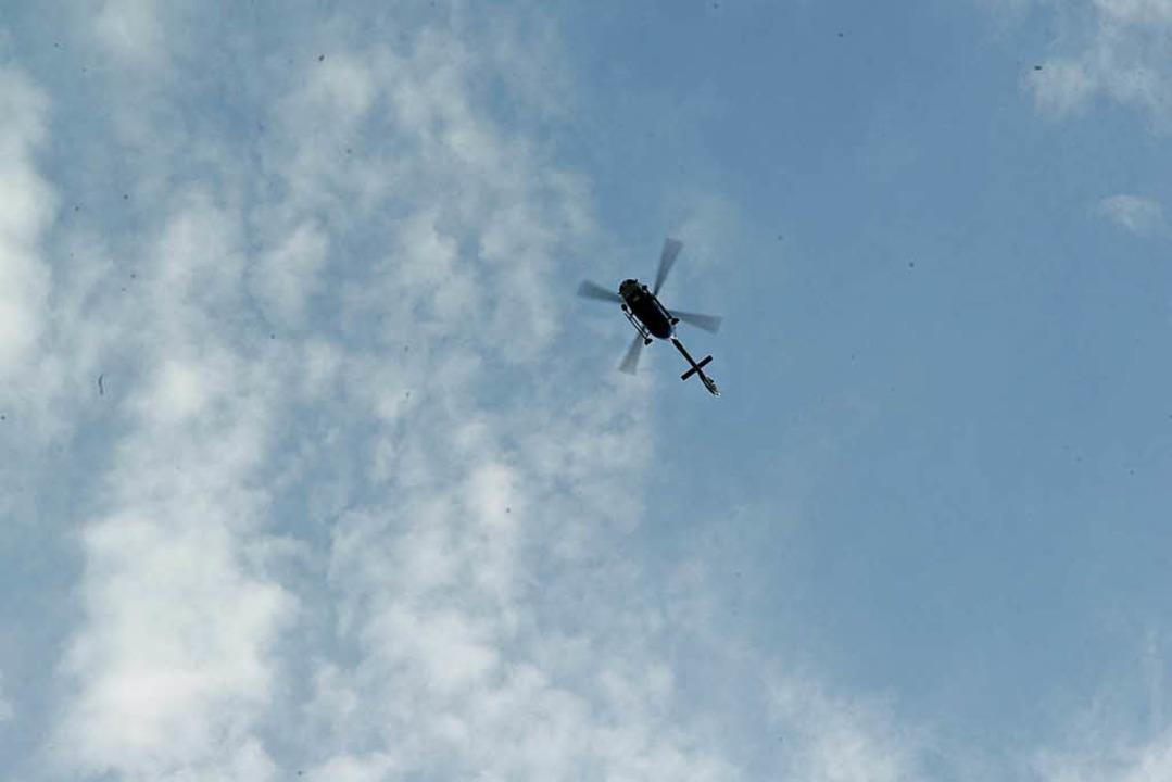 Hubschrauber kreisten während des Brandes über dem Europa-Park.    Foto: Olaf Michel