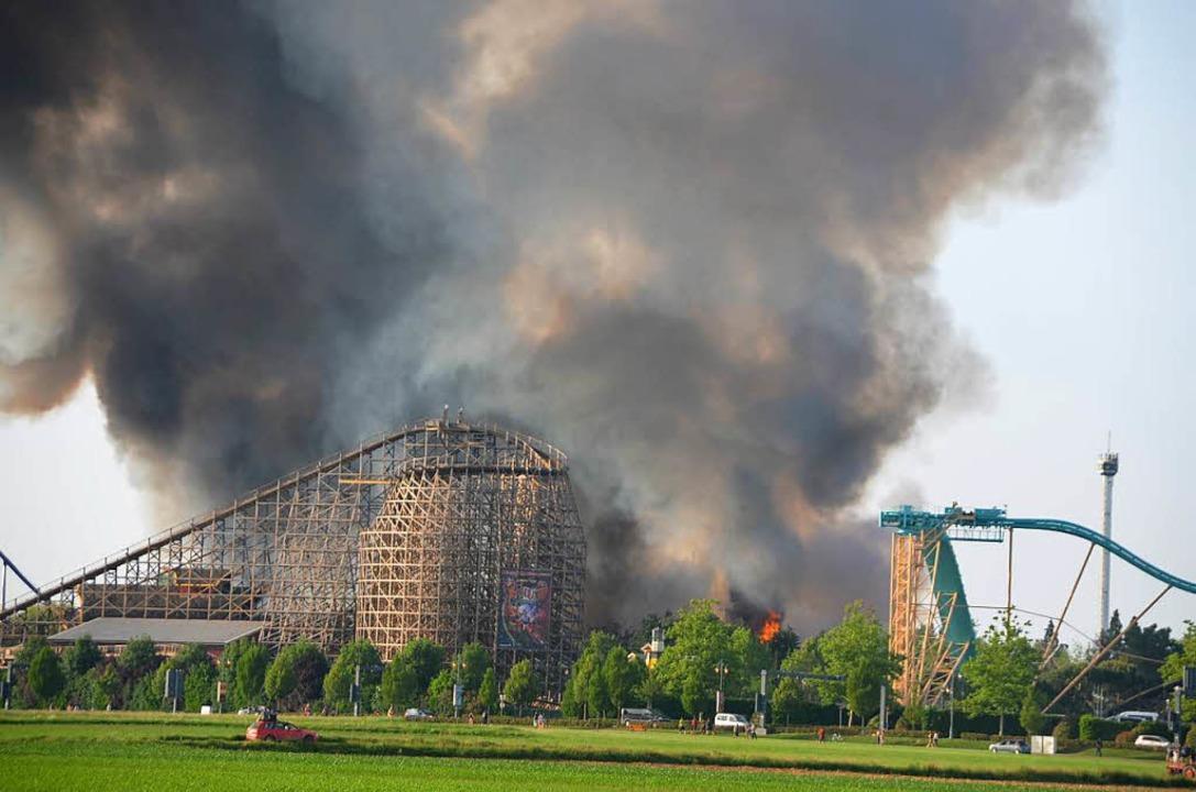 Der Brand sah dramatisch aus und lies Schlimmes  befürchten    Foto: Jörg Schimanski