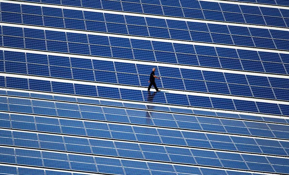 Viele Solarmodule auf deutschen Dächern stammen aus China.     Foto: DPA