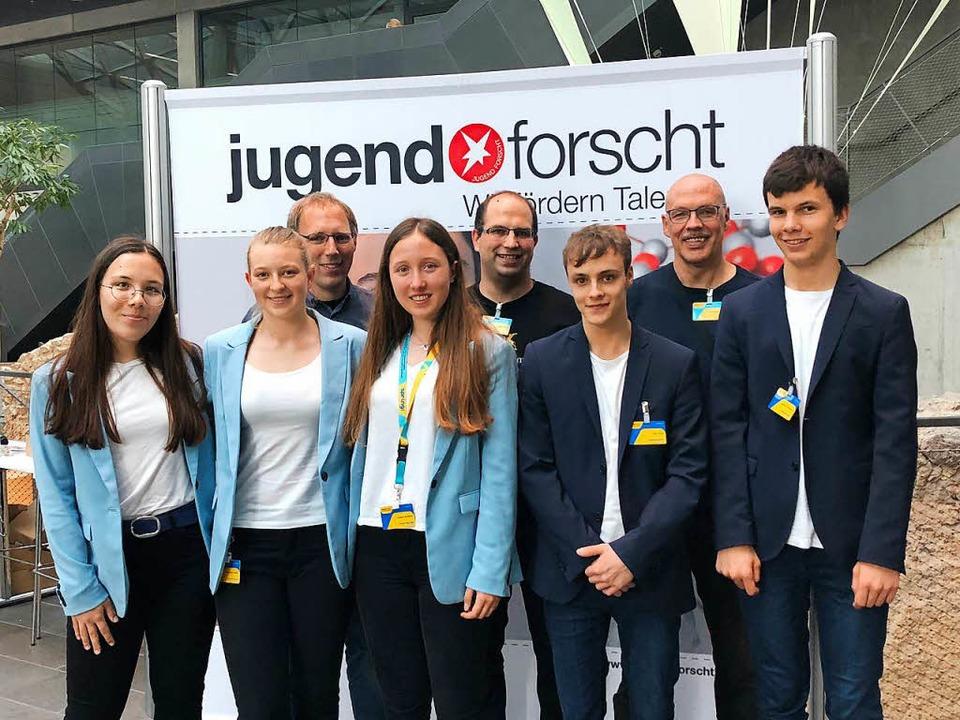 Beim Bundesfinale in Darmstadt: die Ju...vom Phaenovum-Schülerforschungszentrum  | Foto: Helga Martin