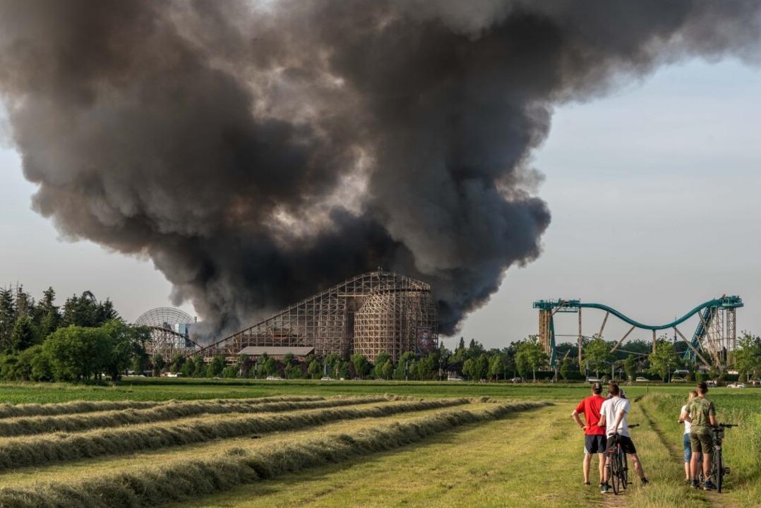 Die Rauchsäule war weit sichtbar    Foto: Bernhard Rein