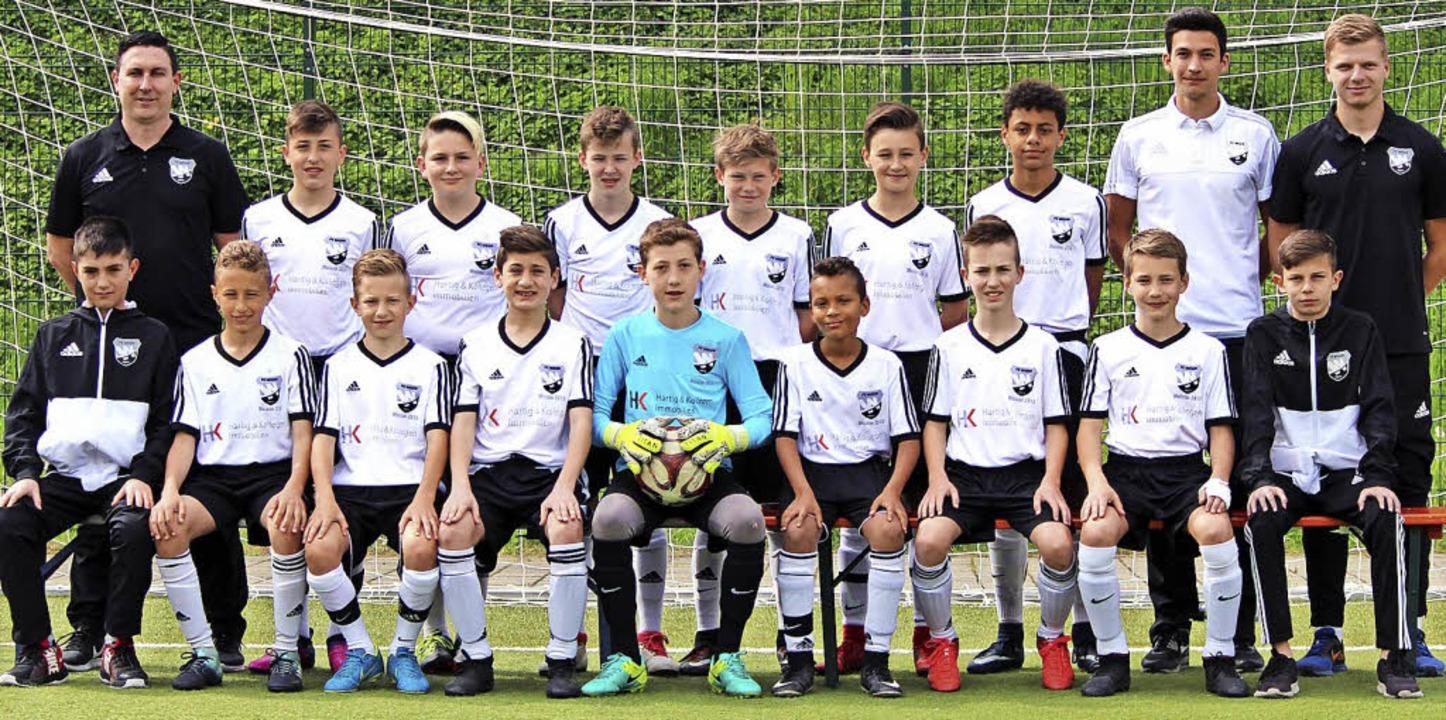 Die  D1-Jugend des FC Wehr  feiert vor..., Marcel Hartig, Max Geis, Arti Metaj   | Foto: FC Wehr