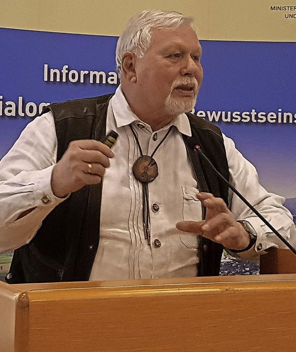 Wilhelm von Ascheraden, Vorsitzender d...e die 2009 gegründete Initiative vor.   | Foto: storck