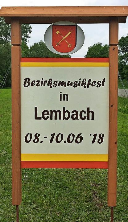 Tafeln weisen bereits auf das Großereignis in Lembach hin.  | Foto: Ralph Seifermann