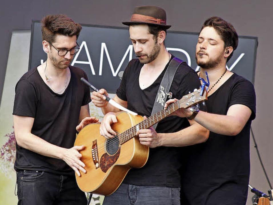 Drei Mann auf einer Gitarre – warum nicht?  | Foto: HEIDI FÖSSEL