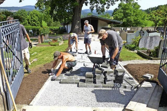 Ortschaftsräte packen an auf Hüsingens Friedhof