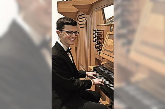 Junger Virtuose an der Orgel