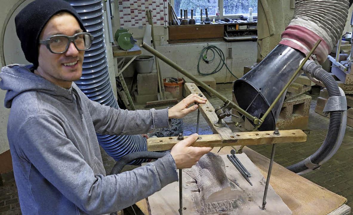 Bald bearbeitet David Simonis die Stei...er in Freiburg mit seinen Werkzeugen.   | Foto: Privat