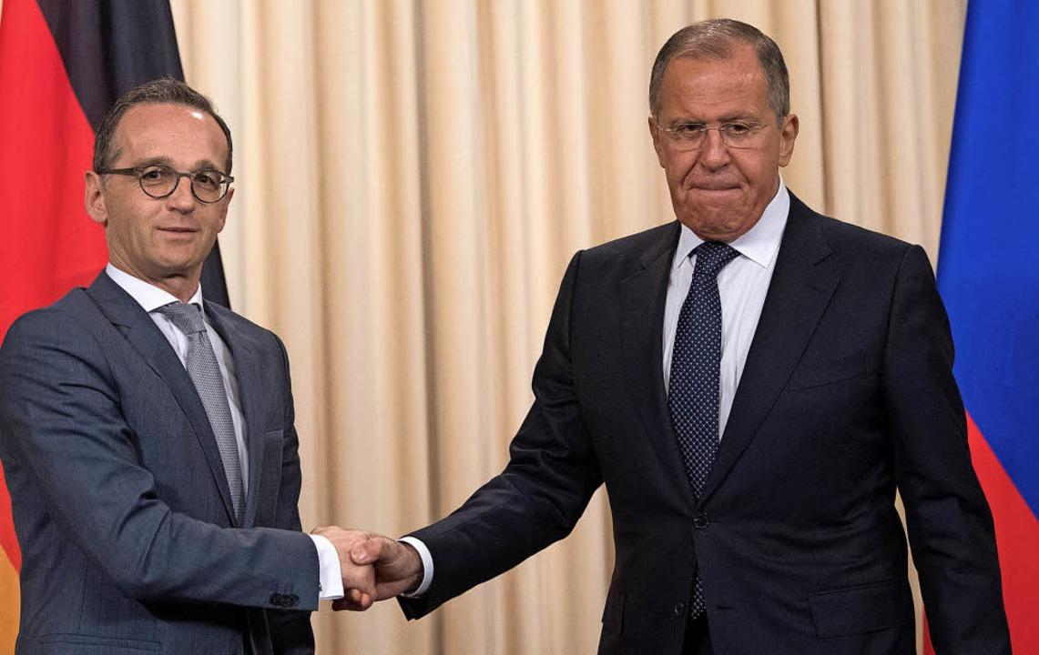 Unterkühlt fiel das erste Treffen von ... dem russischen Kollegen  Lawrow aus.   | Foto: dpa