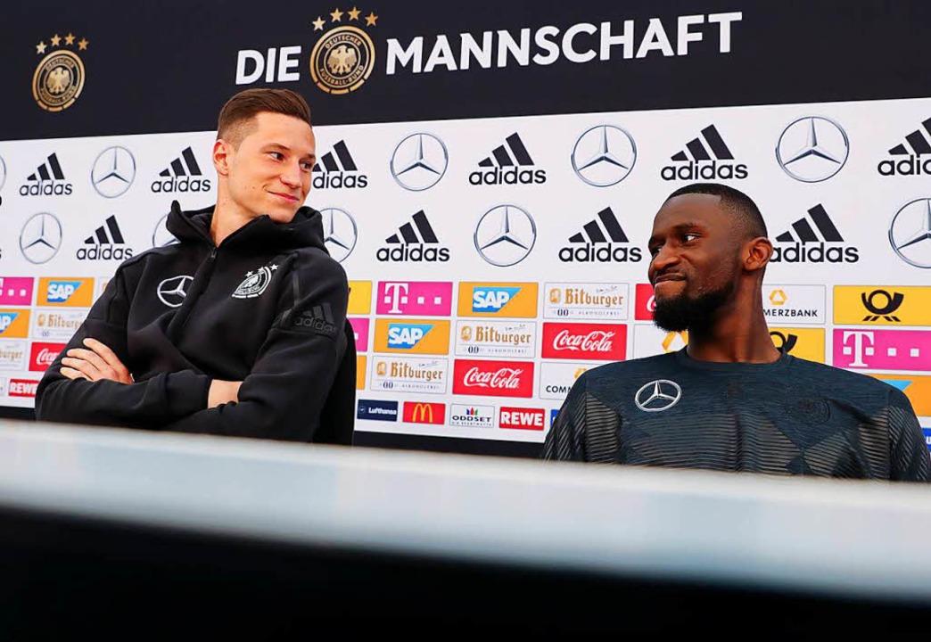 Stamm- oder doch nur Hilfskraft? Julian Draxler (links) und Antonio Rüdiger  | Foto: dpa