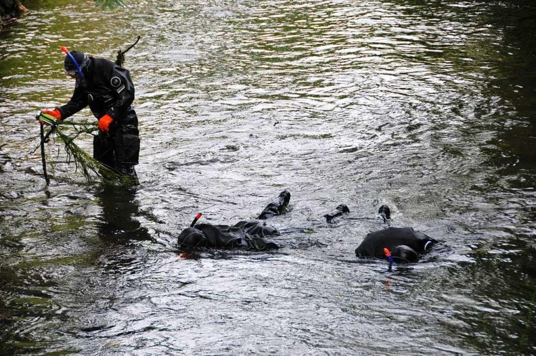 Normalerweise wäre der Wasserstand im ...r, was die Suchaktion erschwert hätte.    Foto: Helmut Seller