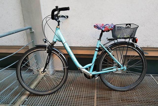 Verhinderte Fahrraddiebe geschnappt – Damenrad und Tasche sichergestellt