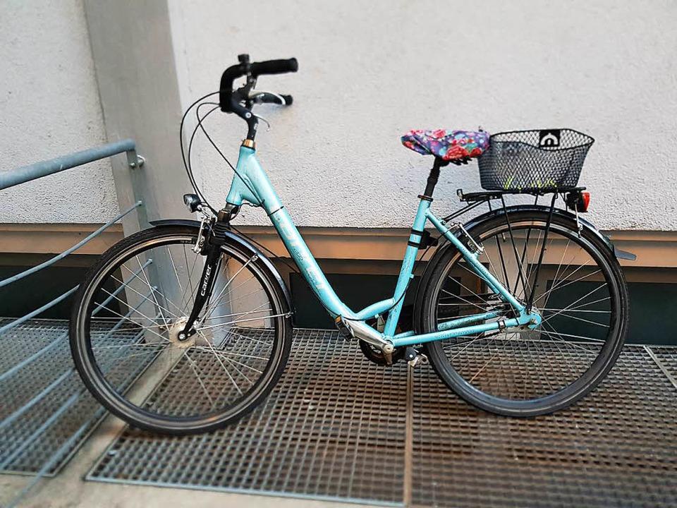 Dieses Damenrad hat die Polizei bei dr...inderten Fahrraddieben sichergestellt.  | Foto: Polizei Freiburg