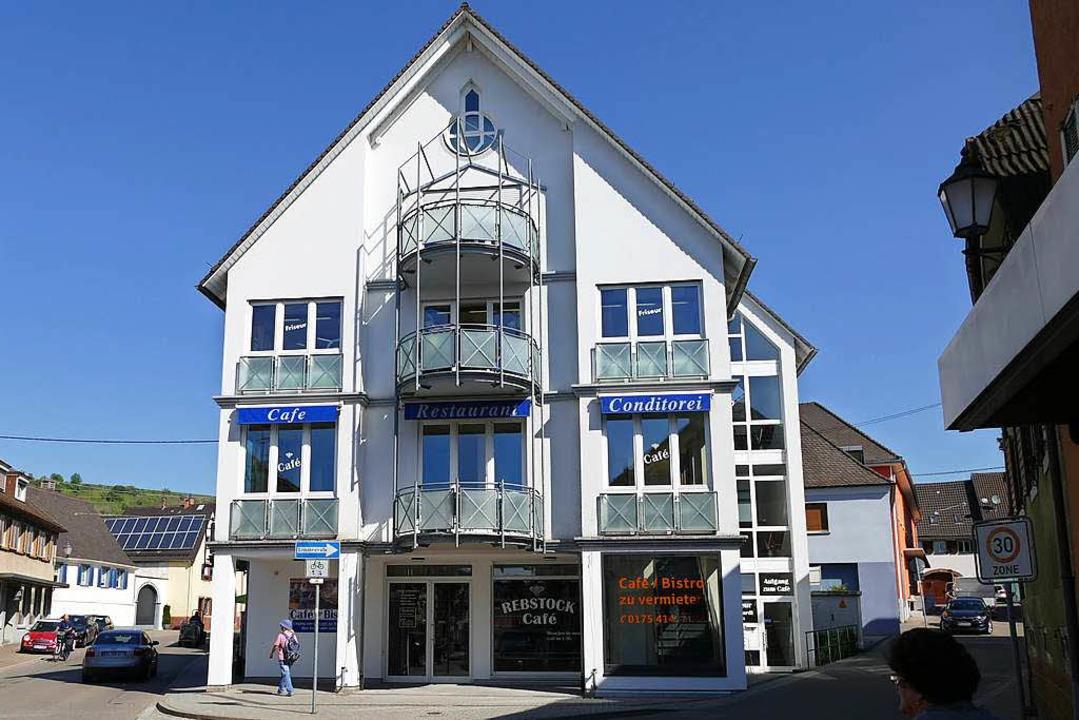 Für das Café Rebstock  im Zentrum von Ihringen wird noch ein Pächter gesucht.  | Foto: Gerold Zink