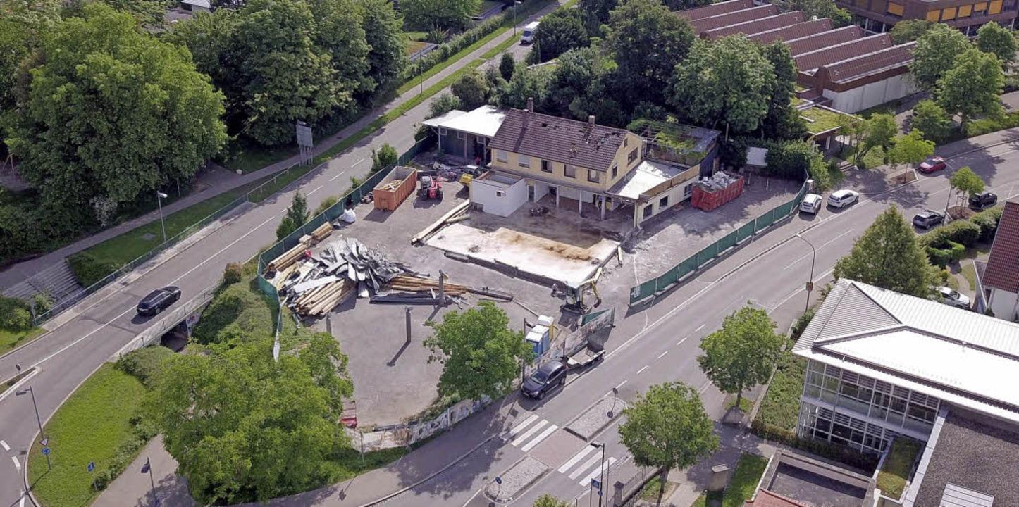 Auf dem Pfunder-Areal haben die Abriss-Arbeiten begonnen.   | Foto: Pebako
