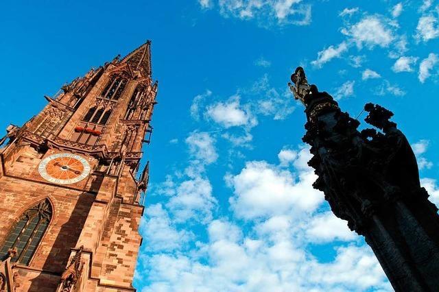 Nach zwölf Jahren wird das Gerüst am Münsterturm abgebaut