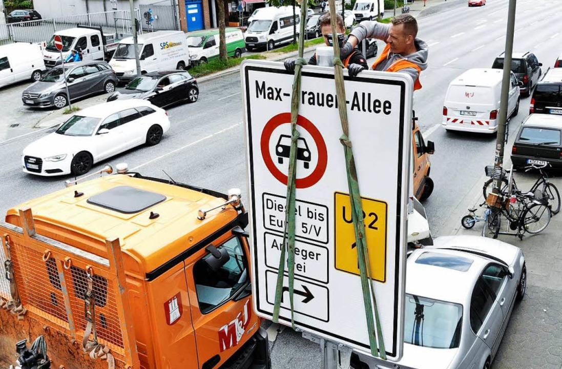 Als erste Stadt in Deutschland hat Ham...Fahrverbote für Diesel-Pkw eingeführt.    Foto: dpa