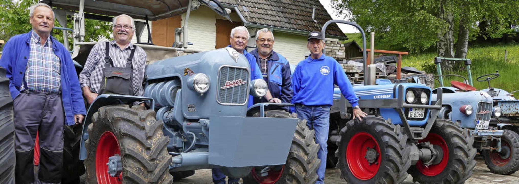 Sie sind echte Eicherfans (von links):...werkstatt bei Albert Pfaff im Jostal.   | Foto: Tanja Bury
