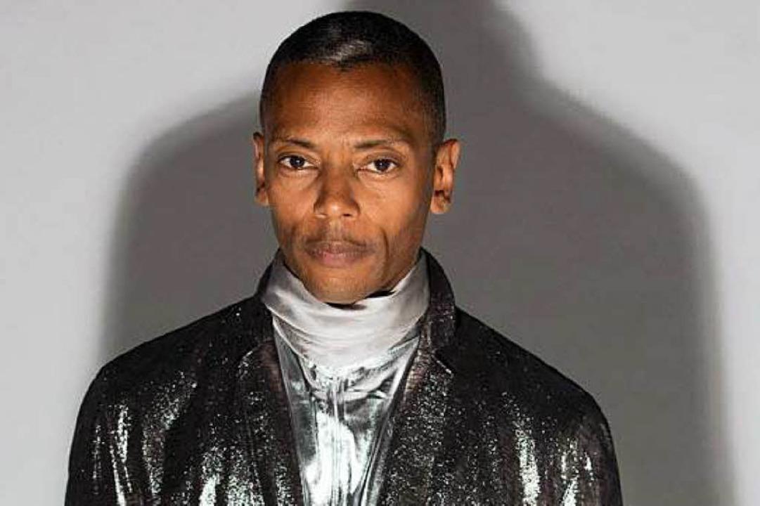 Für seine Auftritte lässt sich DJ Jeff Mills Anzüge entwerfen.   | Foto: Pro