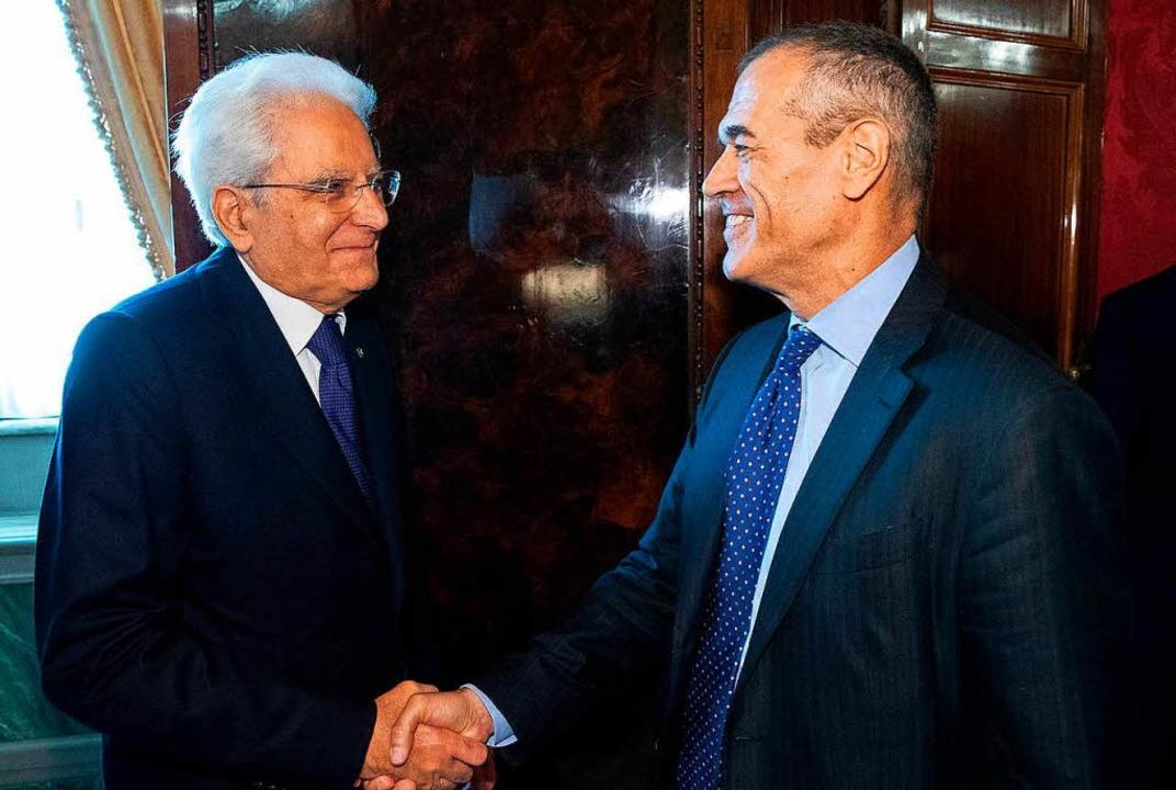 Cottarelli (r.) trifft Italiens Präsident Mattarella.  | Foto: AFP