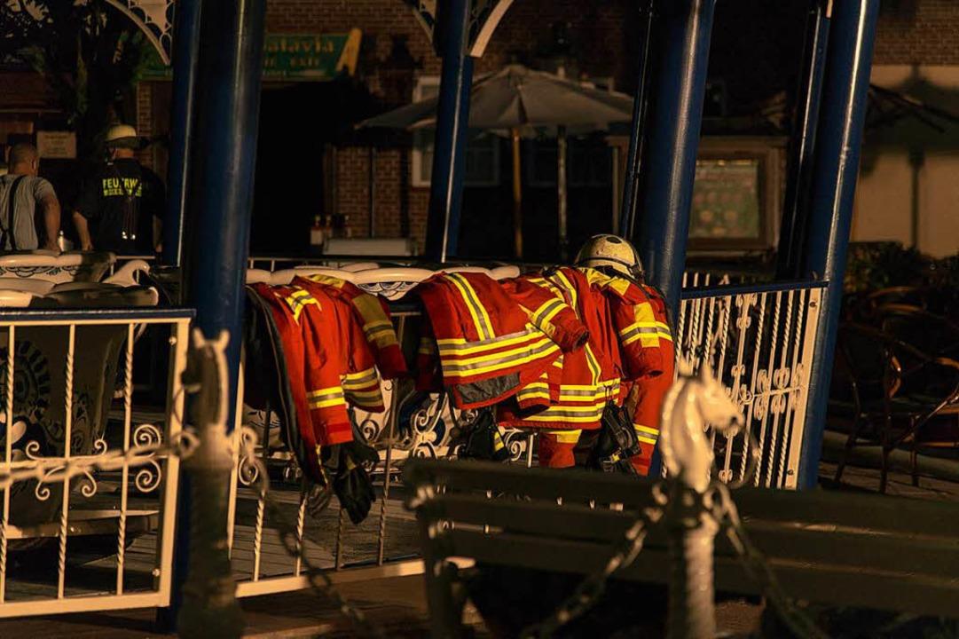 Feuerwehr-Kleidung beim Großbrand im Europa-Park Rust    Foto: Olaf Michel