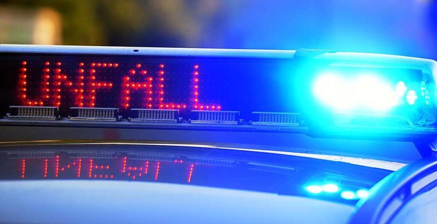 Die Polizei sicherte die Unfallstelle und sperrte die Autobahn. (Symbolbild)  | Foto: dpa