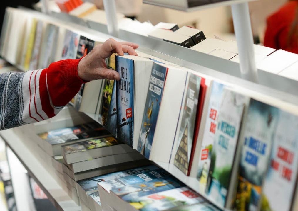 Durch ein Gutachten der  Monopolkommis...uchpreisbindung  erneut zur Diskussion    Foto: dpa