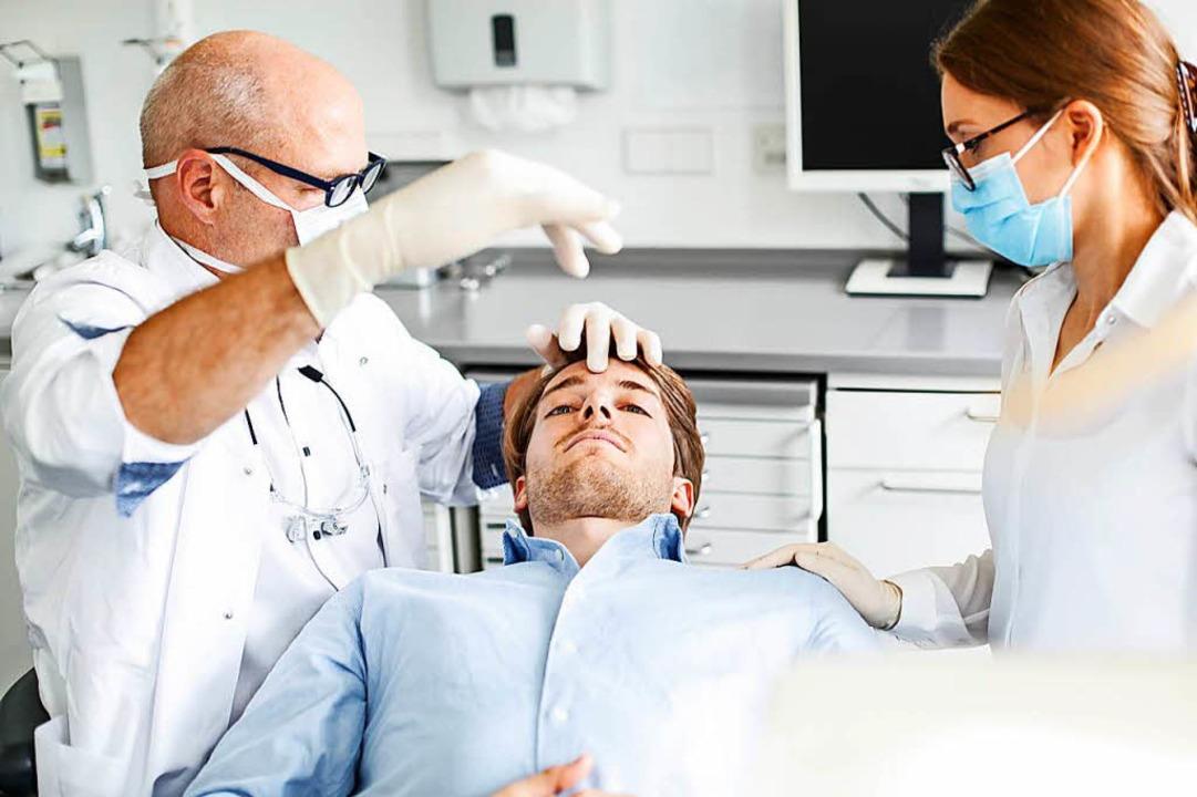 Manche Zahnärzte setzen auf Hypnose, u...ienten die Behandlung zu erleichtern.   | Foto: DGZH